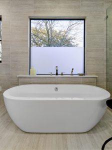 дезайн интериор дом красота лукс facetube.bg interior room white new luxury kitchen bathroom 2